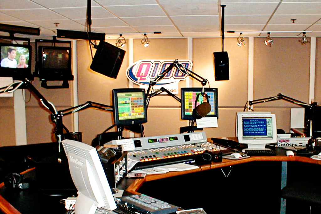 All The Hits Q100 - Studio